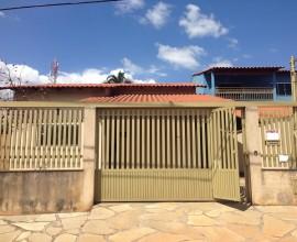 Portal grande com portão de pedestres separado