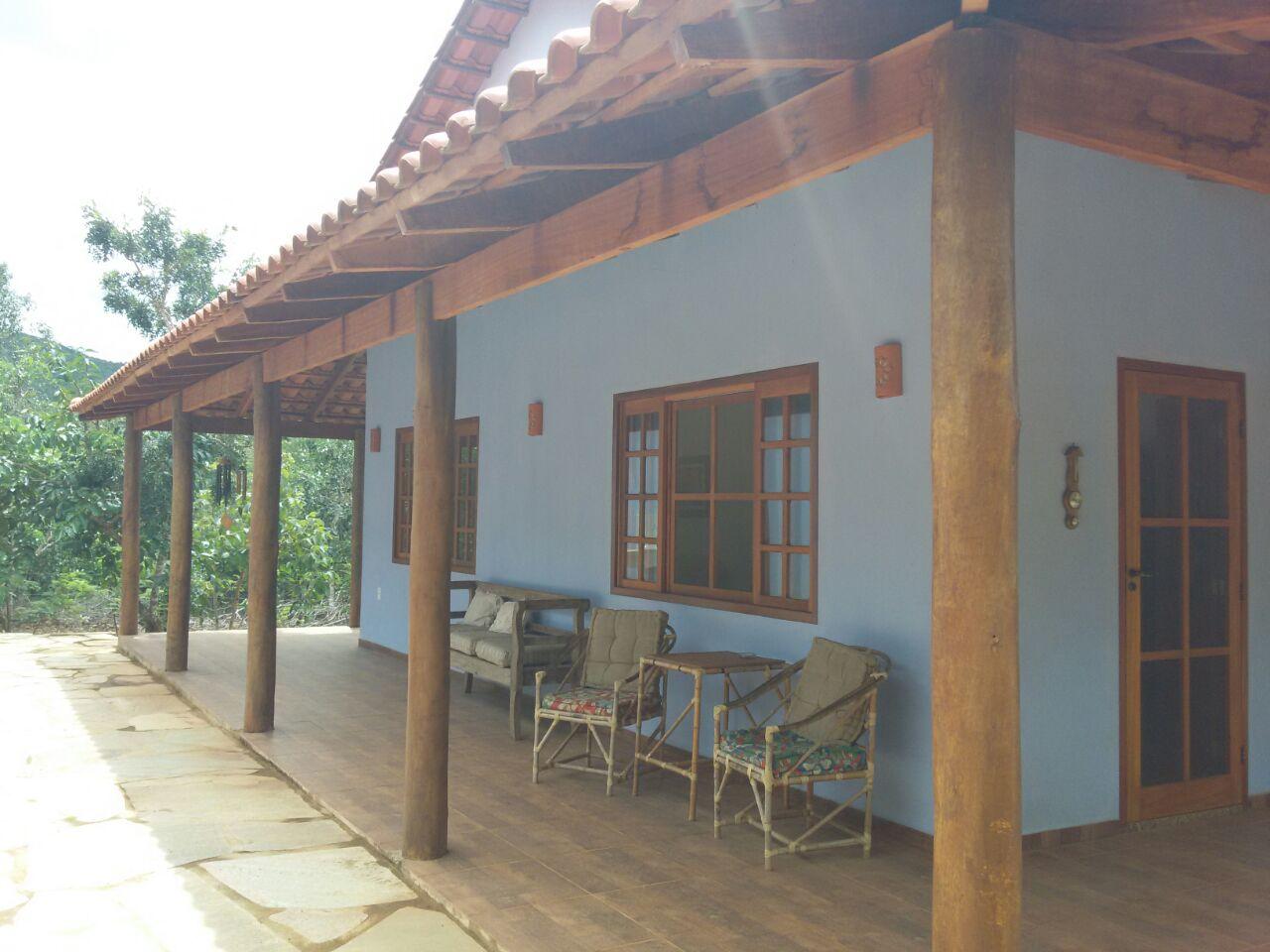 Chácara com 3.800 m² de área construída com 250 m² sendo 4 quartos. Em Condomínio Fechado!!