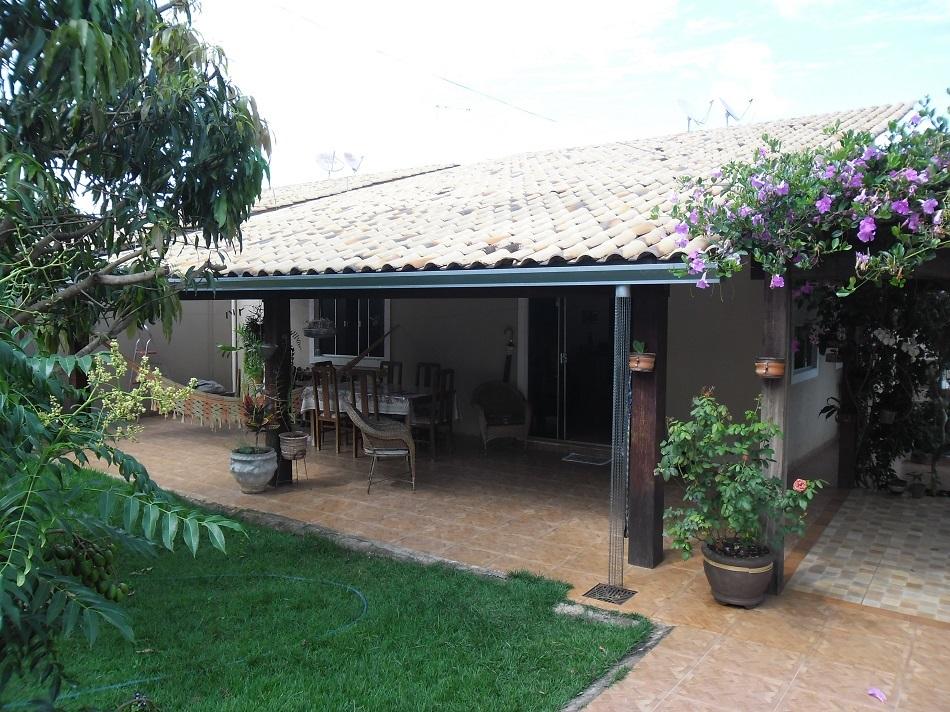 Casa Térrea de 3 quartos com suíte em Condomínio Fechado a 5 minutos do Passeio das Águas