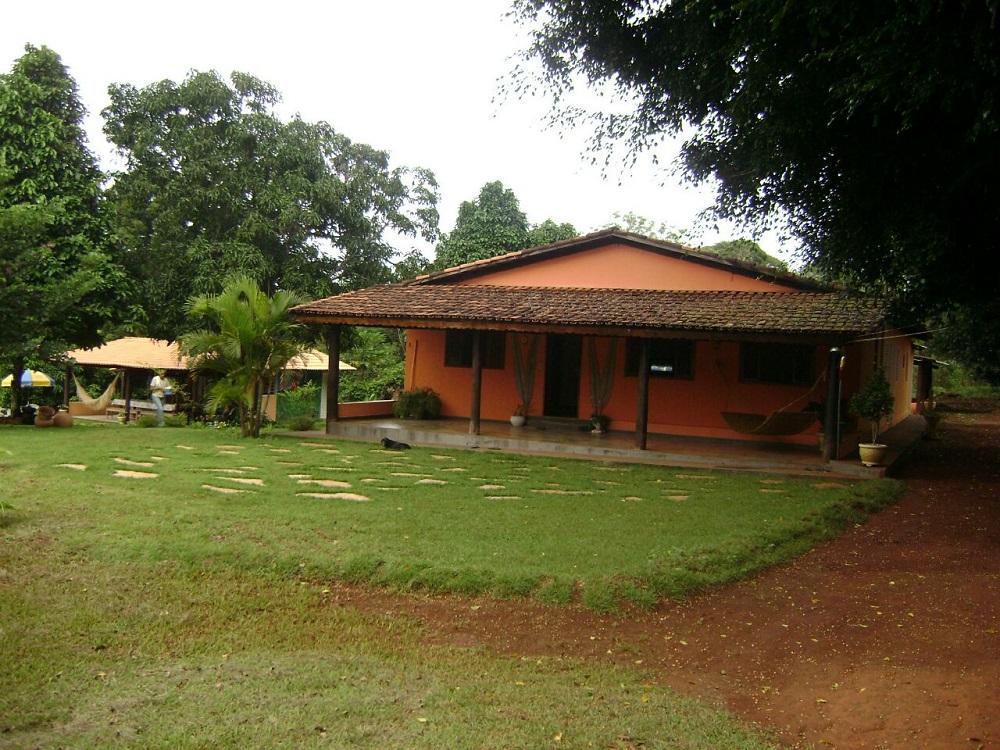 Belíssimo Sítio de 1 Alqueire e 18 litros (5.7112 hectares) com Casas 21 leitos e toda estrutura na Go 080 Dentro de Goiânia
