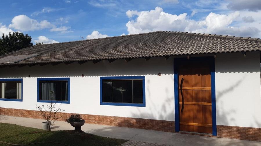 Casa estilo Colonial em Condomínio Fechado